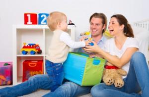Glückliche Familie mit Kind
